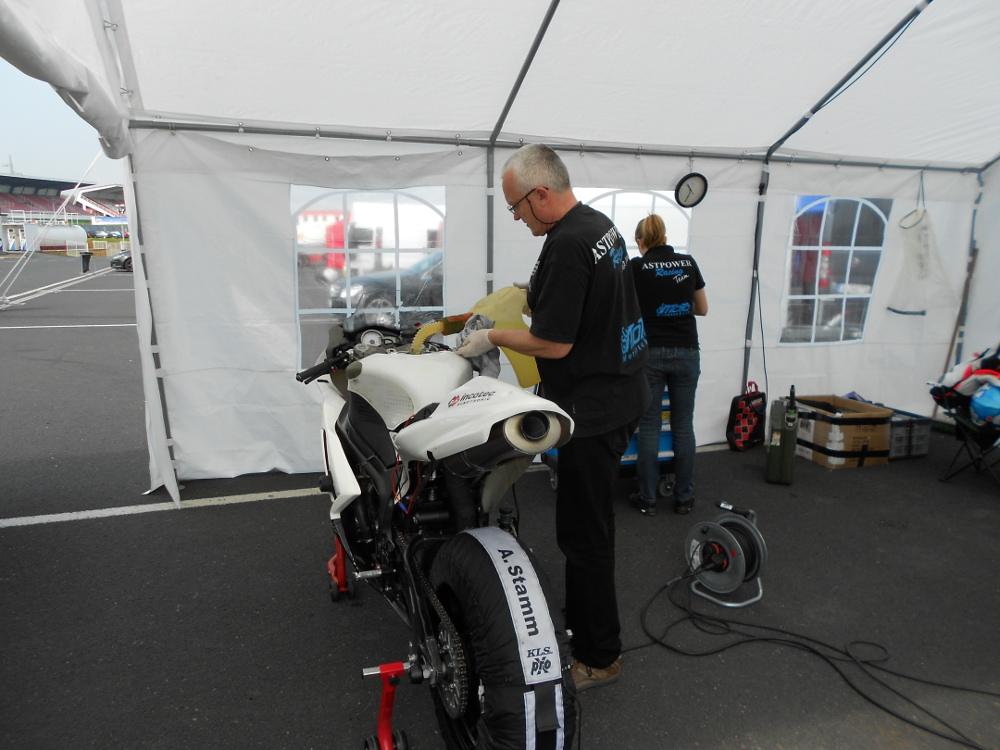 Rennmotorrad aufbauen, Motorradwerkstatt Lemgo, Motortuning Motorrad, Team in Most 2013